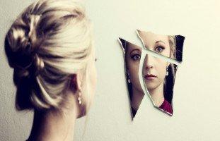 المرايا في المنام وتفسير رؤية المرآة في الحلم بالتفصيل