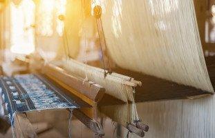 تفسير رؤية الحرير في الحلم ولبس الحرير في المنام بالتفصيل