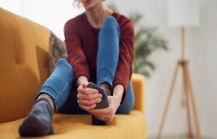 أسباب ألم الساقين قبل الدورة الشهرية وطرق العلاج