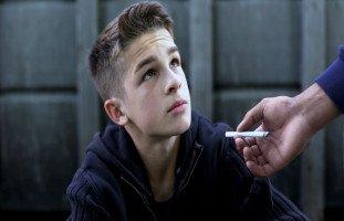 سلبيات التدخين على المراهقين وعلاج المراهق المدخن