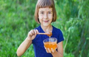 تقوية مناعة الأطفال بالعسل وفوائد العسل للأطفال والكبار
