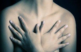 الثدي في المنام وتفسير رؤية الأثداء بالتفصيل