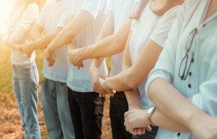أثر مساعدة الآخرين وطرق تقديم المساعدة للآخرين