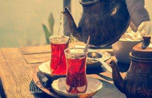 تفسير شرب الشاي في المنام وحلم فنجان وبراد الشاي