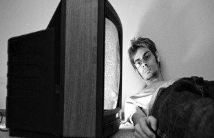 خطر الإدمان على التلفاز والتخلص من إدمان التلفزيون