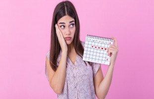 ما الذي يؤثر على الدورة الشهرية؟ عوامل انتظام الدورة وآلامها