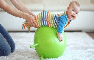 تمارين لتقوية عضلات الطفل الرضيع وأعصاب الأطفال