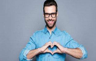 علامات الحب والإعجاب عند الرجل من لغة الجسد