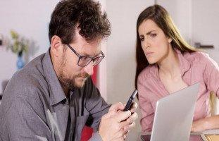 خيانة الزوج لزوجته عبر الانترنت