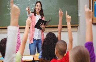 كيف أقوي شخصيتي أمام طلابي؟ نصائح للمعلمين والأستاذة