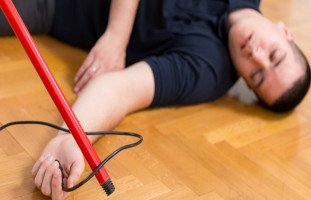 تأثير صعقة الكهرباء والوقاية من الصعقة الكهربائية