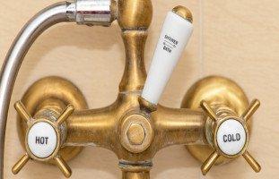فوائد الاستحمام بالماء البارد وإيجابيات الدش البارد