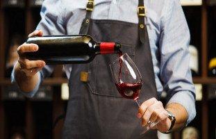 تفسير رؤية شرب الخمر في المنام وتفاصيل حالات الحلم بالخمر