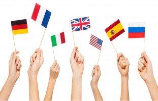 لماذا نحب الأجانب ونجدهم أكثر جاذبية؟