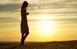 تفسير المشي في المنام للعزباء وحلم المشي للمتزوجة