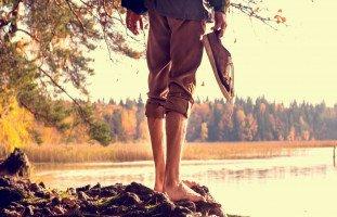 تفسير الحفاء في المنام وحلم المشي حافي بدون حذاء