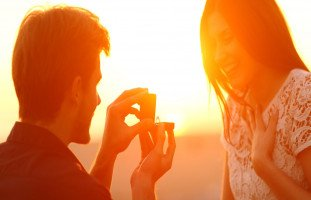 كيف تفاتح فتاة بالزواج وتقنعها بالارتباط؟
