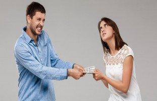 هل يحق للزوج أخذ راتب الزوجة؟ مشكلة راتب الزوجة موضوع للنقاش