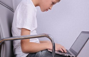 كيف أجعل ابني يثق بي أكثر من جوجل؟