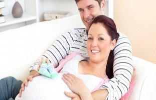 الولادة الطبيعية في المنزل بمساعدة الزوج
