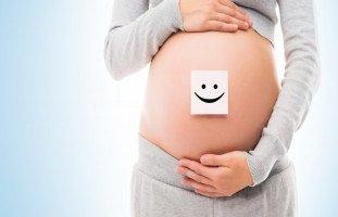هل يتغير شكل السرة في الحمل؟ (سبب سواد السرة للحامل وتنظيف سرة الحامل)
