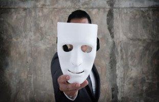 صفات الشخص المنافق وكيفية التعامل مع المنافقين