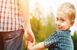 هل يجب أن تتدخل في تربية أطفال الآخرين؟