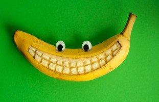قشر الموز لتبييض الأسنان وطريقة استخدام قشر الموز