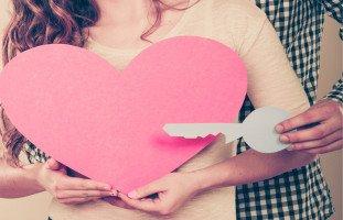 علامات حب الزوج لزوجته.. كيف تعرفين أنه يحبكِ؟