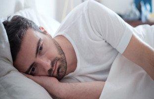أعراض الاكتئاب الحاد عند الرجال والفرق بين اكتئاب الرجل والمرأة