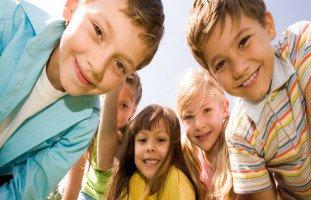 آداب التعامل مع الأصدقاء للأطفال وأهمية الصداقة للطفل