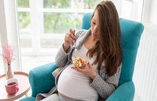 أكل الحامل في الشهر التاسع لتسهيل الولادة وتسريعها