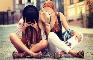 كيف أستطيع تكوين أصدقاء في الغربة؟ وكيف أتعامل معهم؟