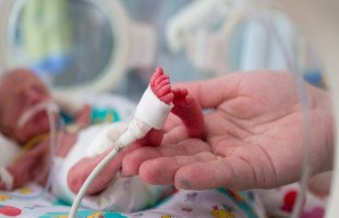 الطفل الخديج والوزن وجدول نمو الأطفال الخدج والرضاعة
