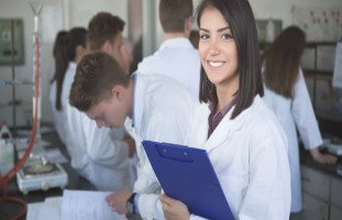 مستقبل تخصص الصيدلة ومميزات دراسة الصيدلة