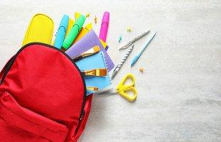 اختيار الأدوات المدرسية للطفل وتعليمه الحفاظ عليها