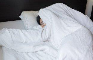 أسباب الهلوسة النومية وعلاج تهيؤات النوم والاستيقاظ