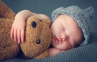 نوم الرضيع وكيفية تنظيم نوم الطفل حديث الولادة