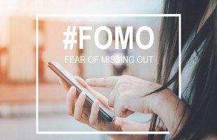 """تعريف متلازمة فومو """"FOMO"""" وأعراض الخوف من فوات الشيء"""