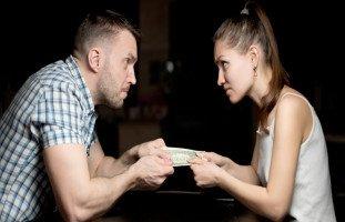 المشاكل المالية بين الزوجين وحلول المشكلات المالية في الزواج