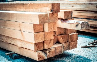 تفسير رؤية الخشب في المنام والخشب اليابس في الحلم