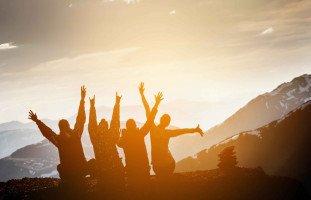 الصداقة في المنام وتفسير رؤية الصديق في الحلم بالتفصيل