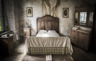 السرير في المنام وتفسير رؤية السرير في الحلم بالتفصيل