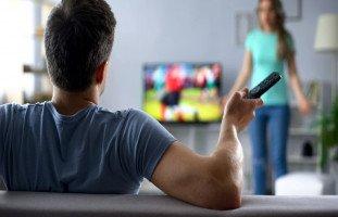 كيف أجعل زوجي يهتم بي؟ نصائح استعادة اهتمام الزوج