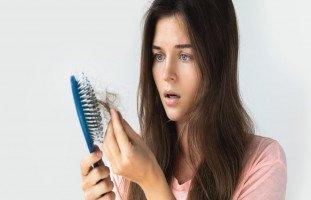 تفسير حلم تساقط الشعر ورؤية سقوط الشعر في المنام