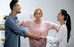 أسباب تدخل الأهل بين الزوجين وتأثير الأهل على الحياة الزوجية