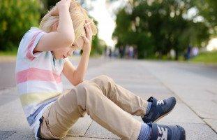 سقوط الطفل على رأسه الأعراض الخطيرة والإسعافات