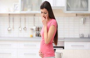 علاج غثيان الحمل في الشهور الأولى (أسباب القيء في الأشهر الأولى من الحمل)