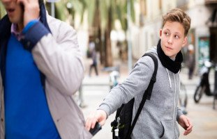 السرقة عند المراهقين وتعديل سلوك المراهق السارق