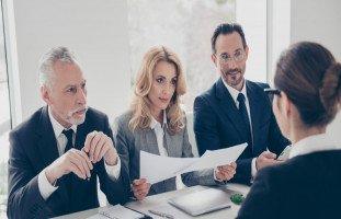 الأسئلة الخمسة الأكثر شيوعاً في مقابلات العمل